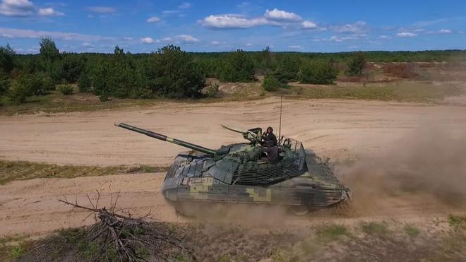 Tăng T-72AMT Ukraine trước cơ hội vượt mặt T-72B3 Nga trên thị trường vũ khí - Ảnh 2.