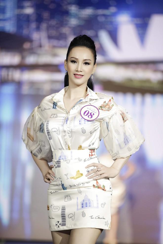 Giáng My, Nguyên Vũ trao vương miện cho cựu người mẫu 20 năm rời xa showbiz - Ảnh 1.