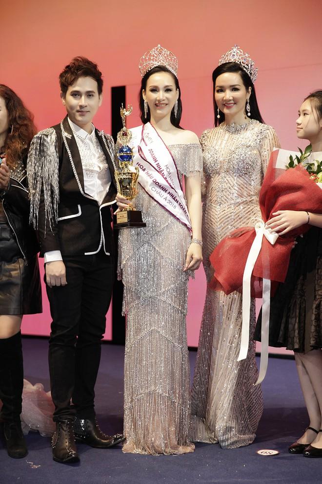 Giáng My, Nguyên Vũ trao vương miện cho cựu người mẫu 20 năm rời xa showbiz - Ảnh 9.