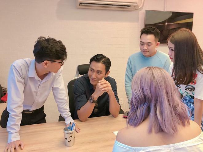 Phở Đặc Biệt, Ngọc Thảo thích thú khi gặp sao TVB Mã Đức Chung - Ảnh 1.
