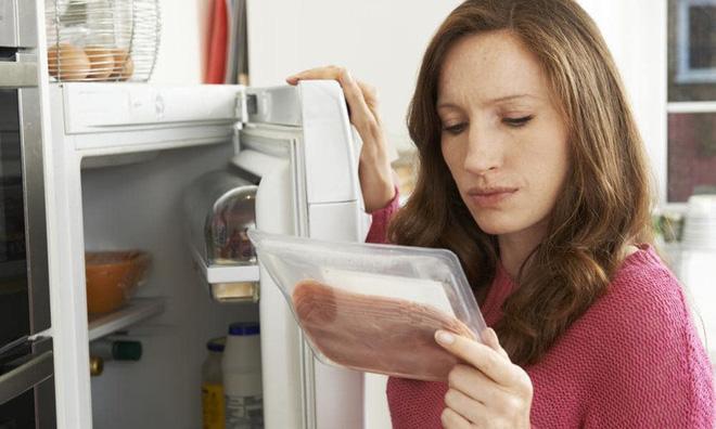 Ăn dưa hấu để trong tủ lạnh, người đàn ông phải cắt bỏ 70cm ruột: Cảnh báo cho việc lưu trữ thức ăn trong tủ lạnh không đúng cách - Ảnh 3.