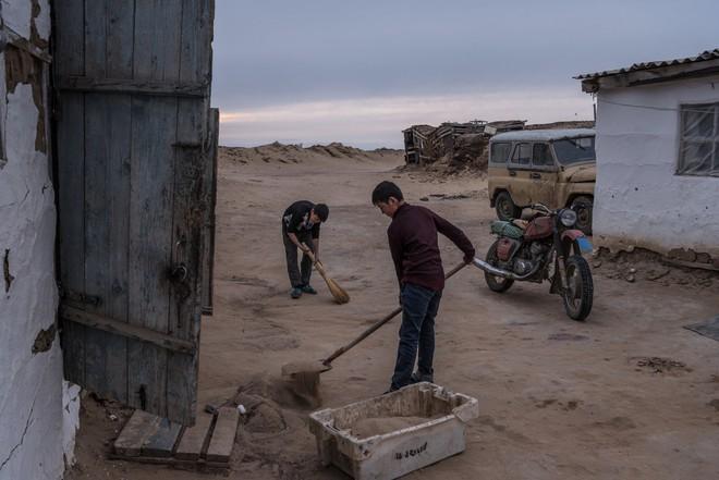 Từng là hồ lớn thứ tư thế giới, nước ở Aral đang dần cạn kiệt: Chuyện kỳ dị gì đã diễn ra? - Ảnh 2.