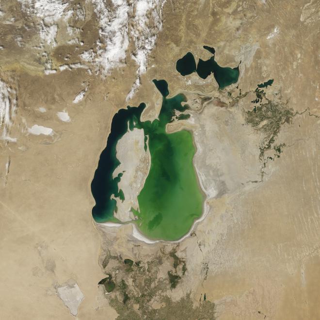 Từng là hồ lớn thứ tư thế giới, nước ở Aral đang dần cạn kiệt: Chuyện kỳ dị gì đã diễn ra? - Ảnh 1.