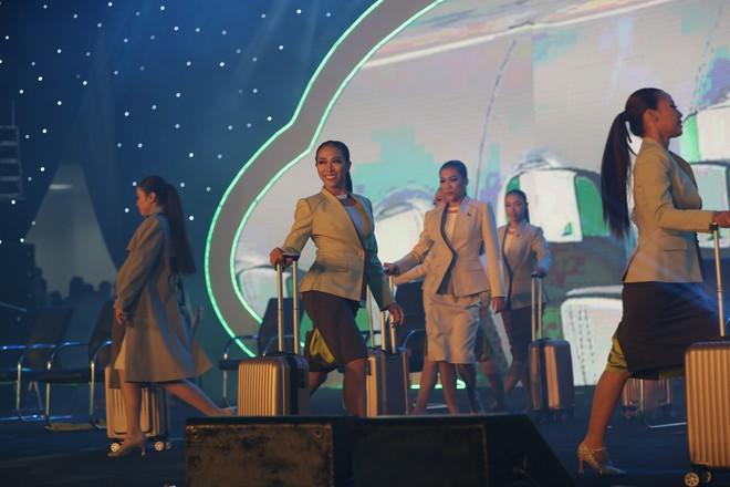 Cận cảnh đồng phục siêu đẹp của hãng hàng không Bamboo Airways - Ảnh 5.