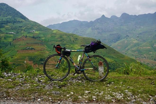 Khoe em trai 19 tuổi cùng hành trình xuyên Việt bằng xe đạp, nhưng dân mạng lại chú ý đến cô chị vì xinh xắn - Ảnh 4.