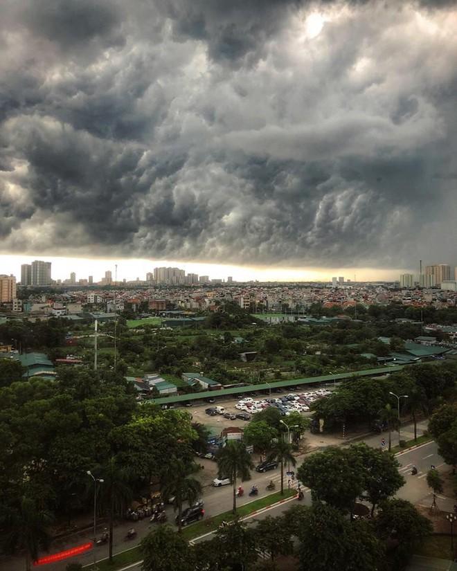 Bức ảnh bầu trời Hà Nội đang được chia sẻ nhiều nhất trên mạng xã hội hôm nay - Ảnh 8.