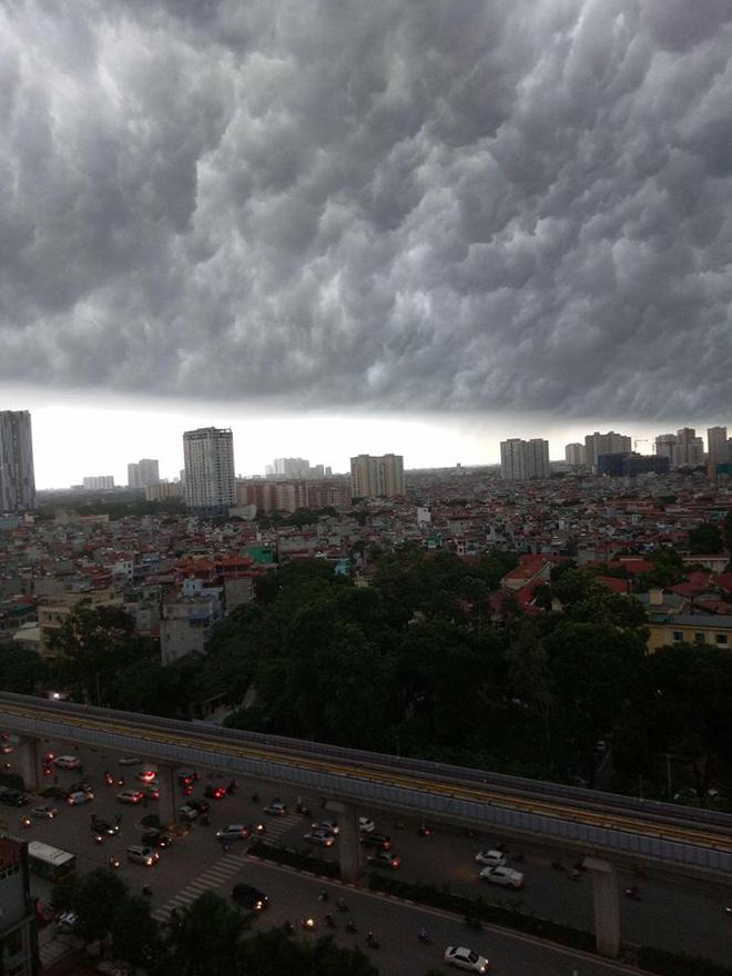 Bức ảnh bầu trời Hà Nội đang được chia sẻ nhiều nhất trên mạng xã hội hôm nay - Ảnh 7.