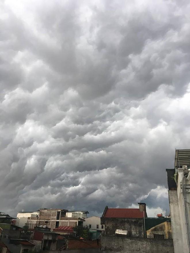 Bức ảnh bầu trời Hà Nội đang được chia sẻ nhiều nhất trên mạng xã hội hôm nay - Ảnh 6.