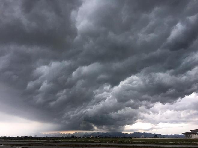 Bức ảnh bầu trời Hà Nội đang được chia sẻ nhiều nhất trên mạng xã hội hôm nay - Ảnh 5.
