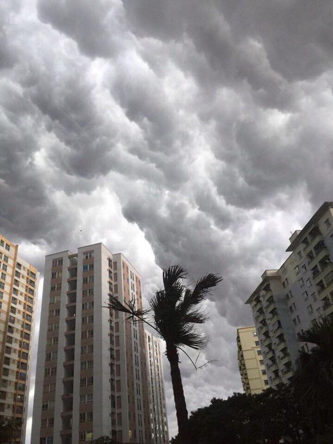 Bức ảnh bầu trời Hà Nội đang được chia sẻ nhiều nhất trên mạng xã hội hôm nay - Ảnh 4.