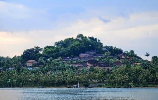 Indonesia: Lên núi quan hệ với người lạ để đổi vận, dân nghèo tới quan chức đều tham gia - Ảnh 1.