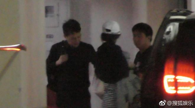 Triệu Lệ Dĩnh đã mang thai 3 tháng, tiếp tục bị bắt gặp qua đêm tại nhà Phùng Thiệu Phong? - Ảnh 4.