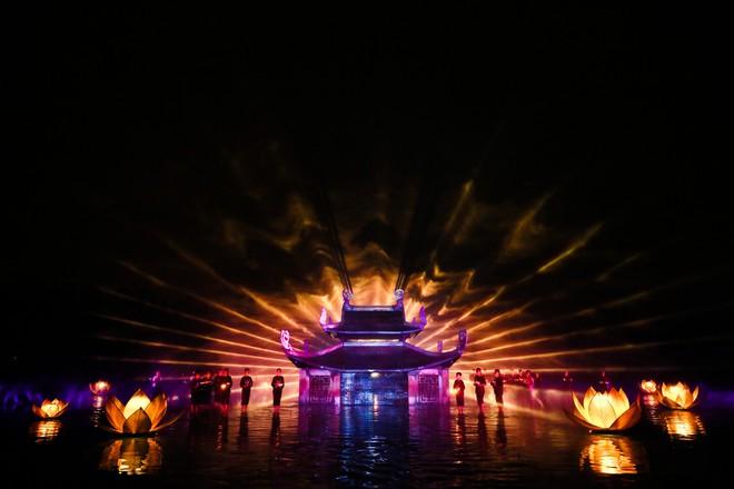 Show diễn Tinh hoa Bắc bộ lập cú đúp kỷ lục Guinness Việt Nam - Ảnh 1.