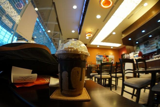Những quán cà phê nổi bật nhất của Trung Nguyên ở Singapore - Ảnh 5.