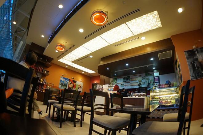 Những quán cà phê nổi bật nhất của Trung Nguyên ở Singapore - Ảnh 7.