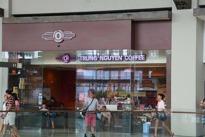 Những quán cà phê nổi bật nhất của Trung Nguyên ở Singapore - Ảnh 3.