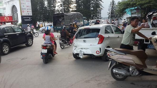 Nữ tài xế điều khiển xe BMW đâm liên hoàn trên phố Hà Nội, một người bị thương - Ảnh 4.
