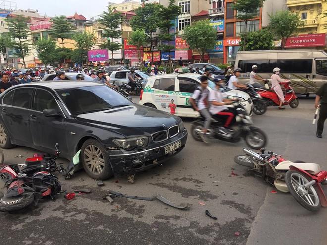 Nữ tài xế điều khiển xe BMW đâm liên hoàn trên phố Hà Nội, một người bị thương - Ảnh 2.