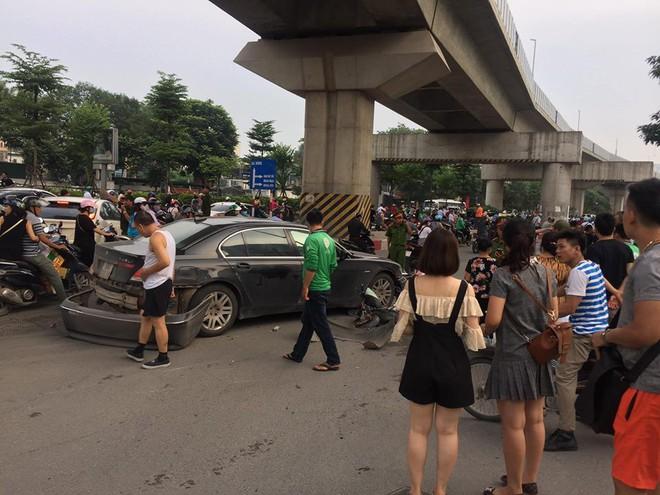 Nữ tài xế điều khiển xe BMW đâm liên hoàn trên phố Hà Nội, một người bị thương - Ảnh 6.