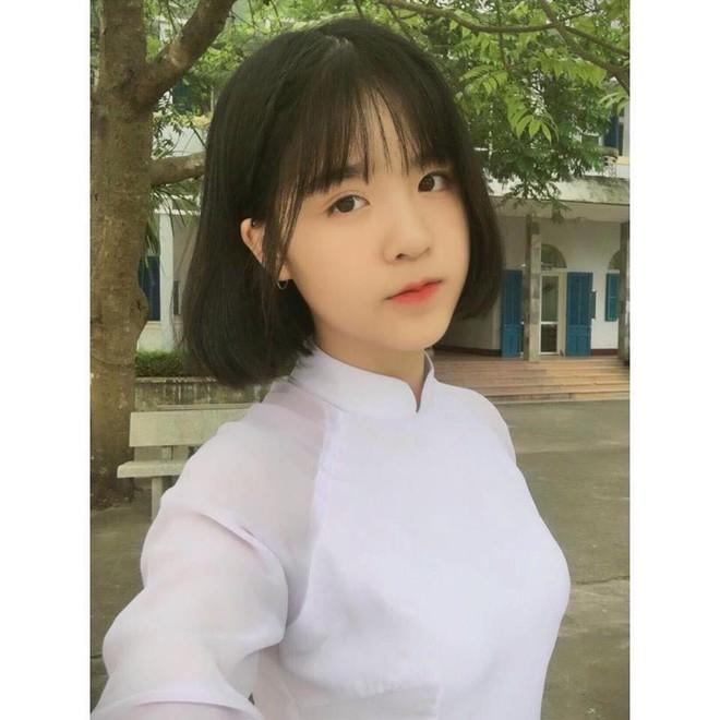 Mùa nhập học - mùa rụng tim vì ngắm ảnh nữ sinh Việt tinh khôi trong tà áo dài - Ảnh 2.