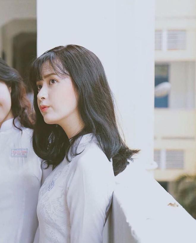 Mùa nhập học - mùa rụng tim vì ngắm ảnh nữ sinh Việt tinh khôi trong tà áo dài - Ảnh 8.