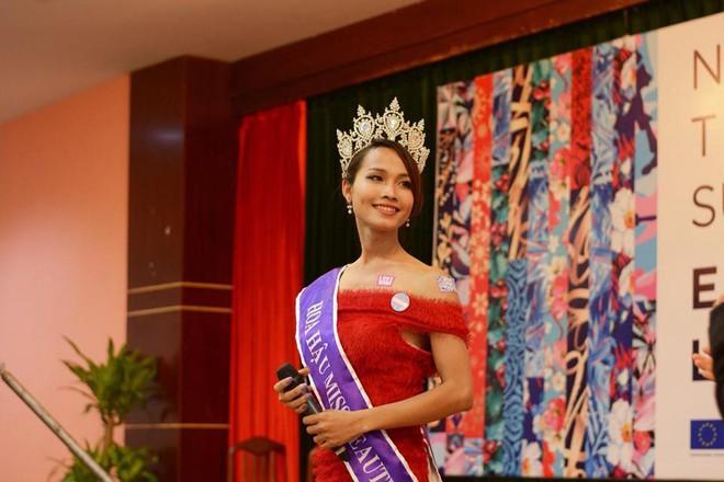 Hoa hậu Chuyển giới đầu tiên của Việt Nam: Công việc lận đận, bị đồng nghiệp soi mói - Ảnh 1.