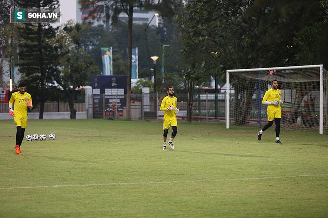 Tập ngay cạnh, HLV Bahrain liên tục do thám U23 Việt Nam - Ảnh 5.