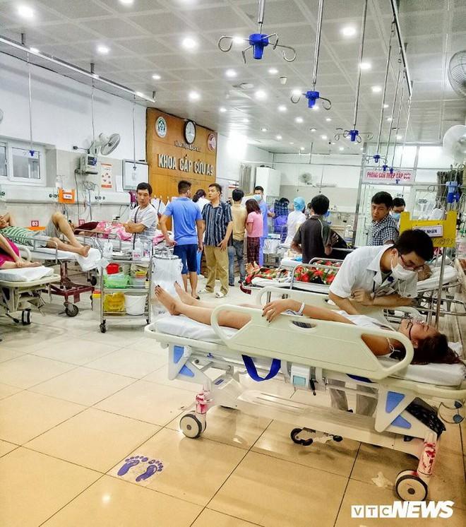 Một đêm giành giật sinh mạng với tử thần của những chiến binh áo trắng bệnh viện Bạch Mai - Ảnh 4.