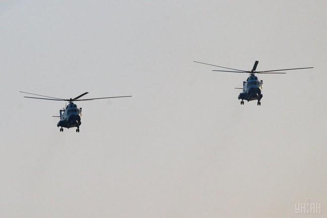 Ukraine duyệt binh, khoe sức mạnh quân sự răn đe ly khai miền Đông - Ảnh 18.