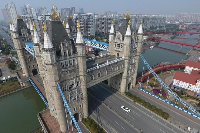 Bản sao những công trình kiến trúc nổi tiếng thế giới ở Trung Quốc - Ảnh 2.