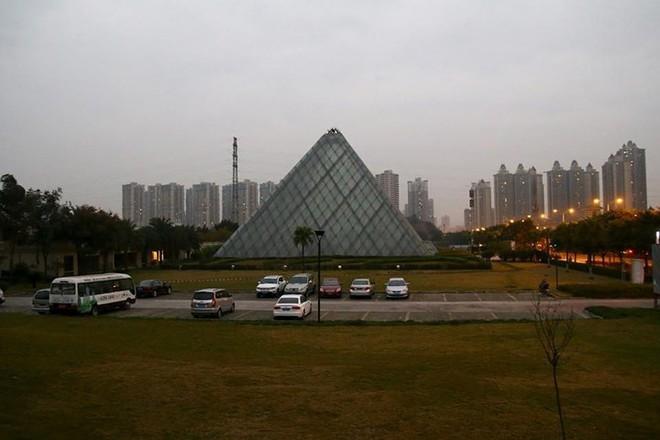 Bản sao những công trình kiến trúc nổi tiếng thế giới ở Trung Quốc - Ảnh 11.
