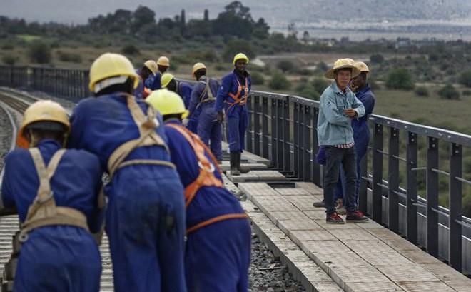 Trung Quốc hoan hỉ rót tiền nhưng người châu Phi lại rưng rức: Bao giờ cho đến ngày xưa?