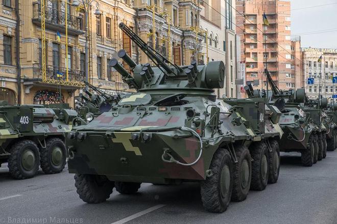 Ukraine duyệt binh, khoe sức mạnh quân sự răn đe ly khai miền Đông - Ảnh 10.