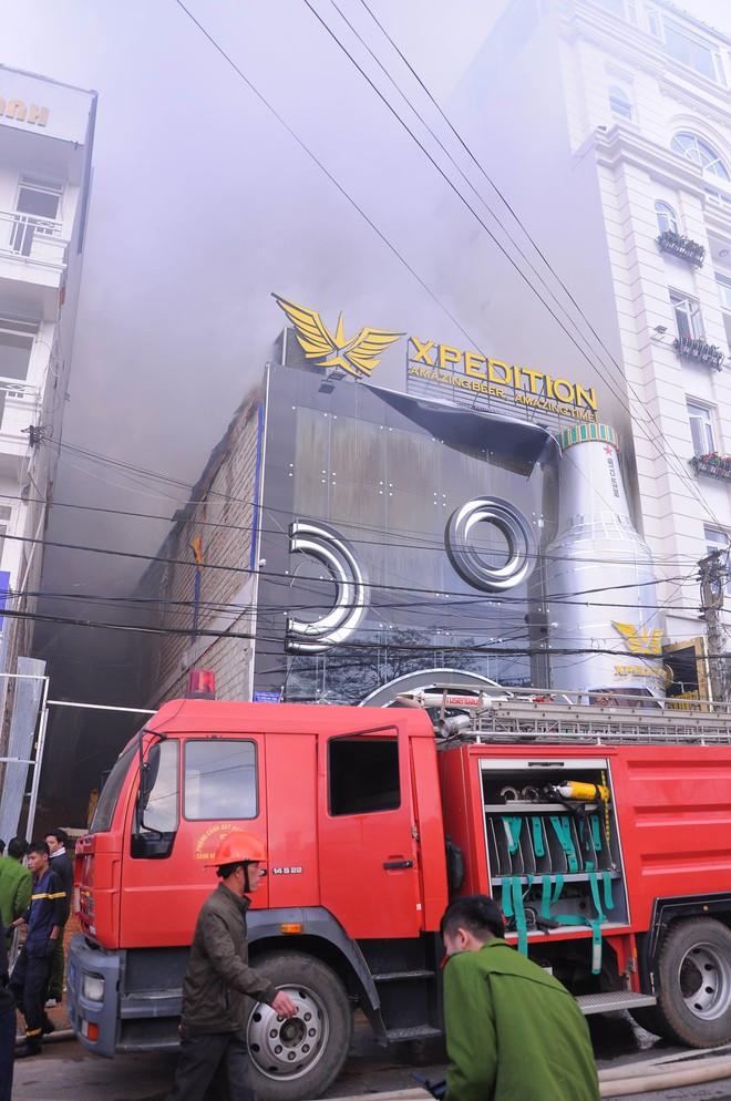 Cháy lớn tại beer club có dàn âm thanh giá 8 tỷ đồng ở trung tâm Đà Lạt - Ảnh 1.