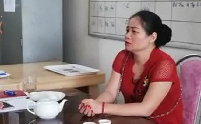 """Người phụ nữ chống nạnh, chửi bới CSGT: """"Tháng 7 âm lịch không muốn gặp sự cố nên đưa tiền cho CSGT"""""""