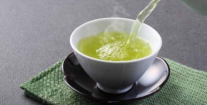 Uống trà xanh phải đúng thời điểm để tránh gây hại - Ảnh 1.
