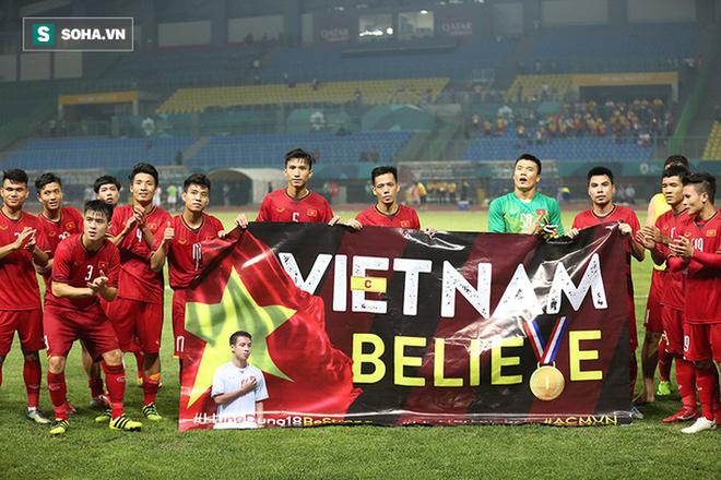 Lần thứ hai liên tiếp, Đỗ Hùng Dũng biến thành thần hộ mệnh của U23 Việt Nam - Ảnh 1.