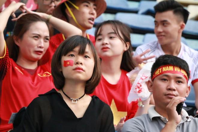 Trắng đêm lắp màn hình 30m2 phục vụ 5000 cổ động viên trận đấu Việt Nam - Syria - Ảnh 7.