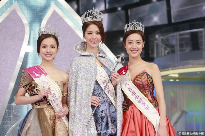 Chung kết Hoa hậu Hong Kong 2018: Người giành vương miện bị chê lép, dân tình than trời vì Á hậu 1 và 2 - Ảnh 1.