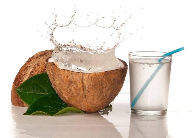 Lợi ích sức khỏe của nước dừa pha mật ong - Ảnh 1.