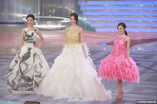 Chung kết Hoa hậu Hong Kong 2018: Người giành vương miện bị chê lép, dân tình than trời vì Á hậu 1 và 2 - Ảnh 11.