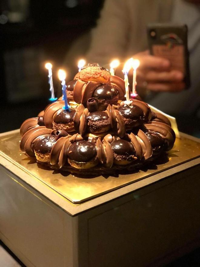 Vợ chồng Hari Won - Trấn Thành tưng bừng mở tiệc chúc mừng sinh nhật bố - Ảnh 3.