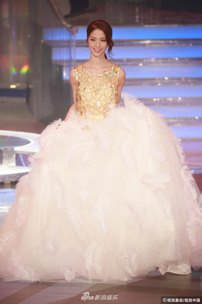 Chung kết Hoa hậu Hong Kong 2018: Người giành vương miện bị chê lép, dân tình than trời vì Á hậu 1 và 2 - Ảnh 4.