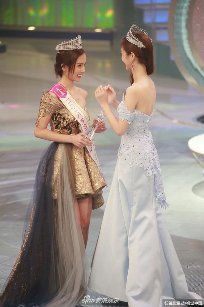 Chung kết Hoa hậu Hong Kong 2018: Người giành vương miện bị chê lép, dân tình than trời vì Á hậu 1 và 2 - Ảnh 9.
