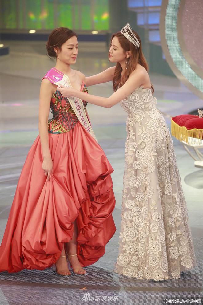 Chung kết Hoa hậu Hong Kong 2018: Người giành vương miện bị chê lép, dân tình than trời vì Á hậu 1 và 2 - Ảnh 10.