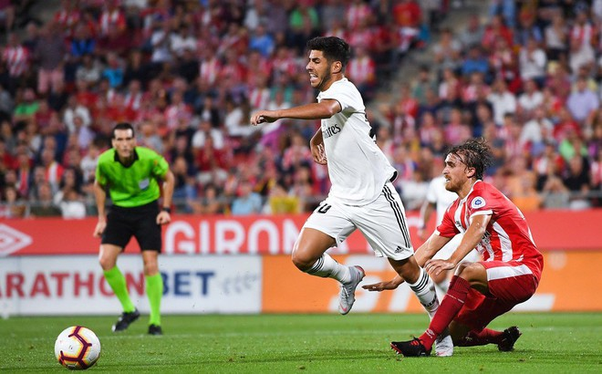 """Vắng Ronaldo, Real Madrid tìm được """"thánh ăn vạ"""" khác để lội ngược dòng thành công"""