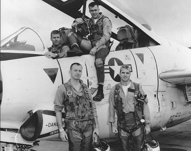 Sự thật đằng sau câu chuyện sỹ quan Liên Xô bắn hạ John McCain - Ảnh 1.