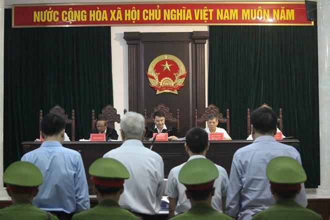 Đang xét xử cựu Chủ tịch công ty Xơ sợi dầu khí PVTEX - Ảnh 1.