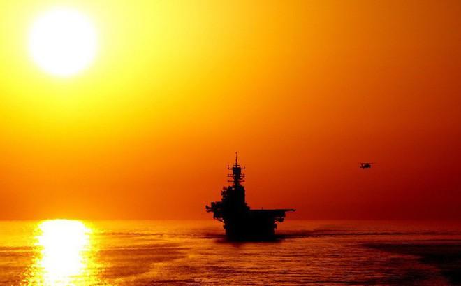 """Kiểm soát Eo biển Hormuz, Iran tuyên bố không cần """"tàu lạ"""" giúp bảo vệ Vịnh Ba Tư"""