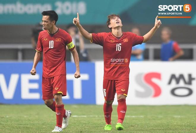 Bàn tay nắm chặt của Văn Quyết và những biểu cảm khiến CĐV nhớ mãi về U23 Việt Nam - Ảnh 3.